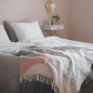 Design Lina Johansson Tindra pledd ull rosa