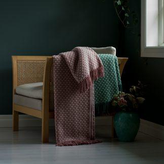 Slacker pledd ull rosa Design Lina Johansson