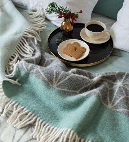 Tindra pledd ull grønn Design Lina Johansson