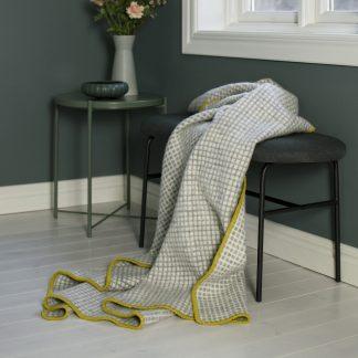 Grid ullteppe gul grå Design Lina Johansson